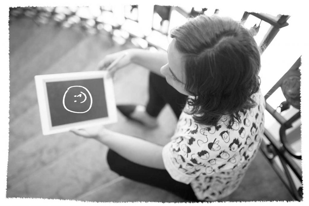 Fran Salomon dibujando en powerpoint